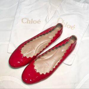 CHLOE LAUREN SCALLOPED BALLERINA FLATS (shiny red)